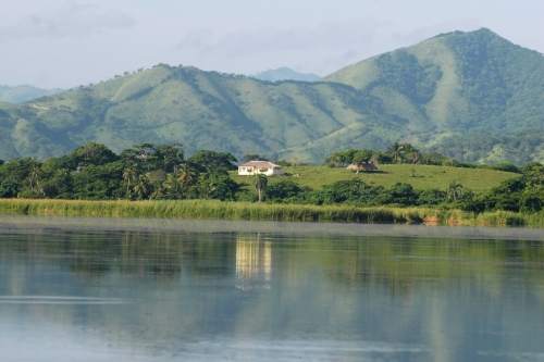 the freshwaterlake ¨Laguna Limon¨, surrounded by a line of soft hills and in the background the ¨Cordillera Oriental¨.